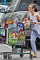 milla jovovich grocery trip friend 02
