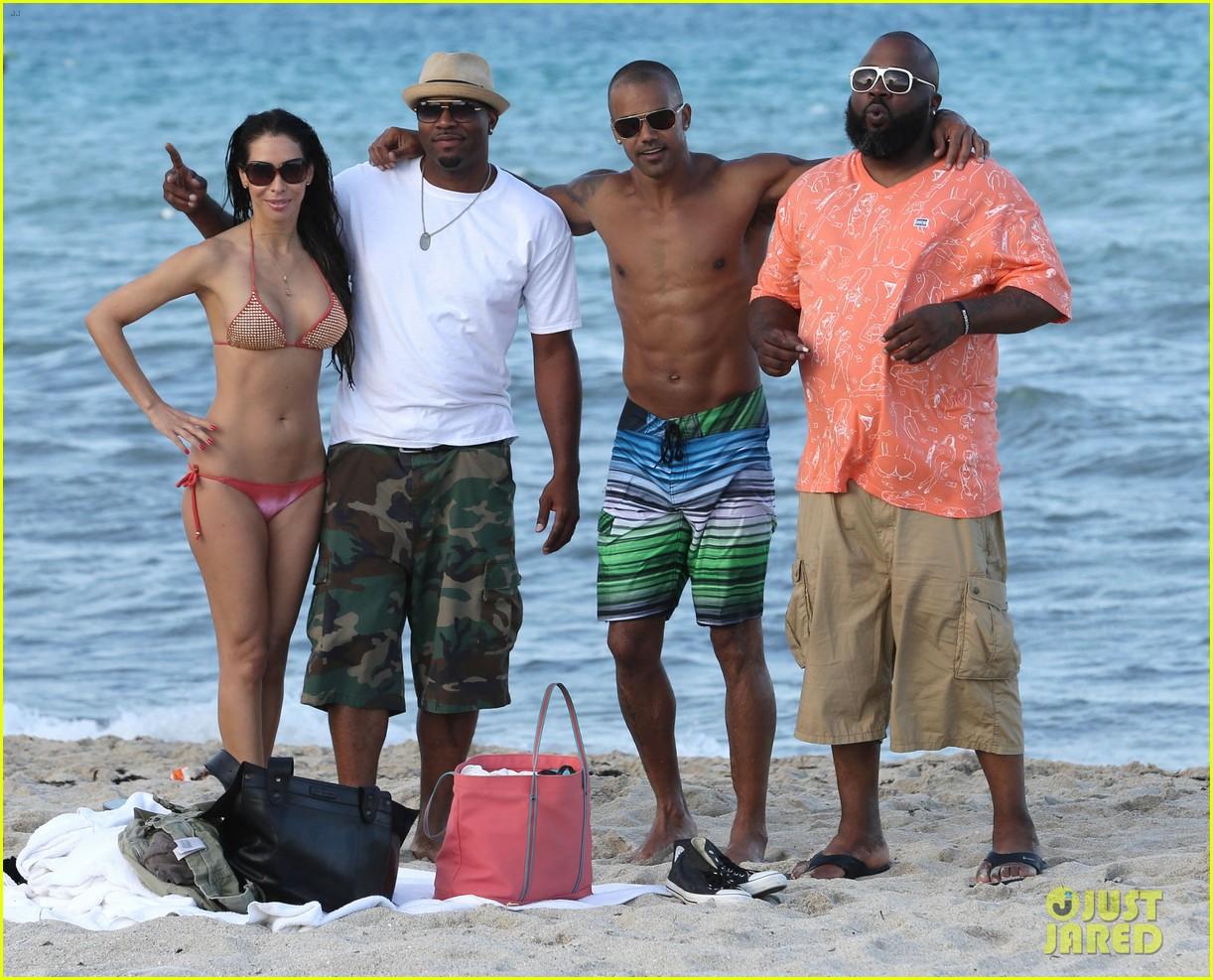 shemar moore shirtless flexes muscles beach 133149866