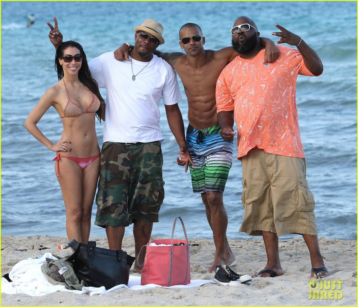 shemar moore shirtless flexes muscles beach 143149867