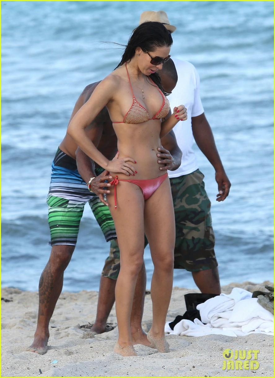 shemar moore shirtless flexes muscles beach 153149868