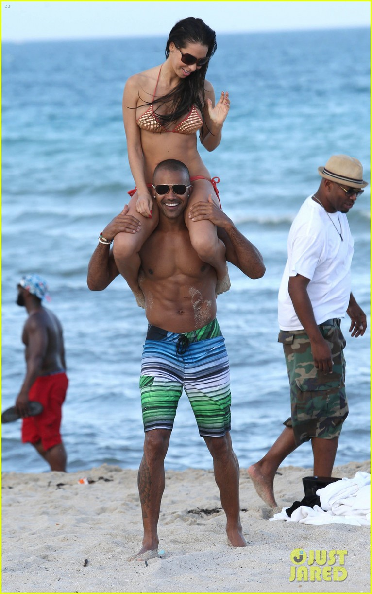 shemar moore shirtless flexes muscles beach 183149871