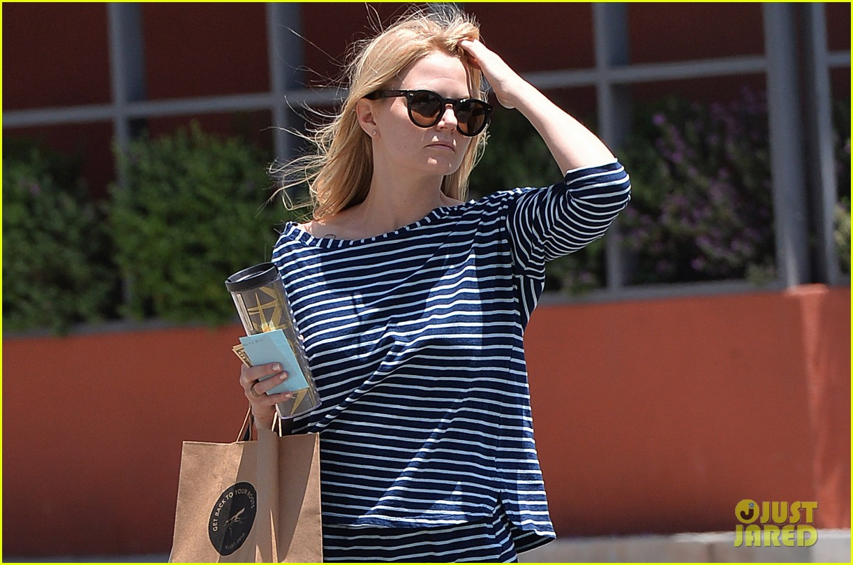 jennifer morrison returns to los angeles after being one of only ladies at oz comic con 023152224