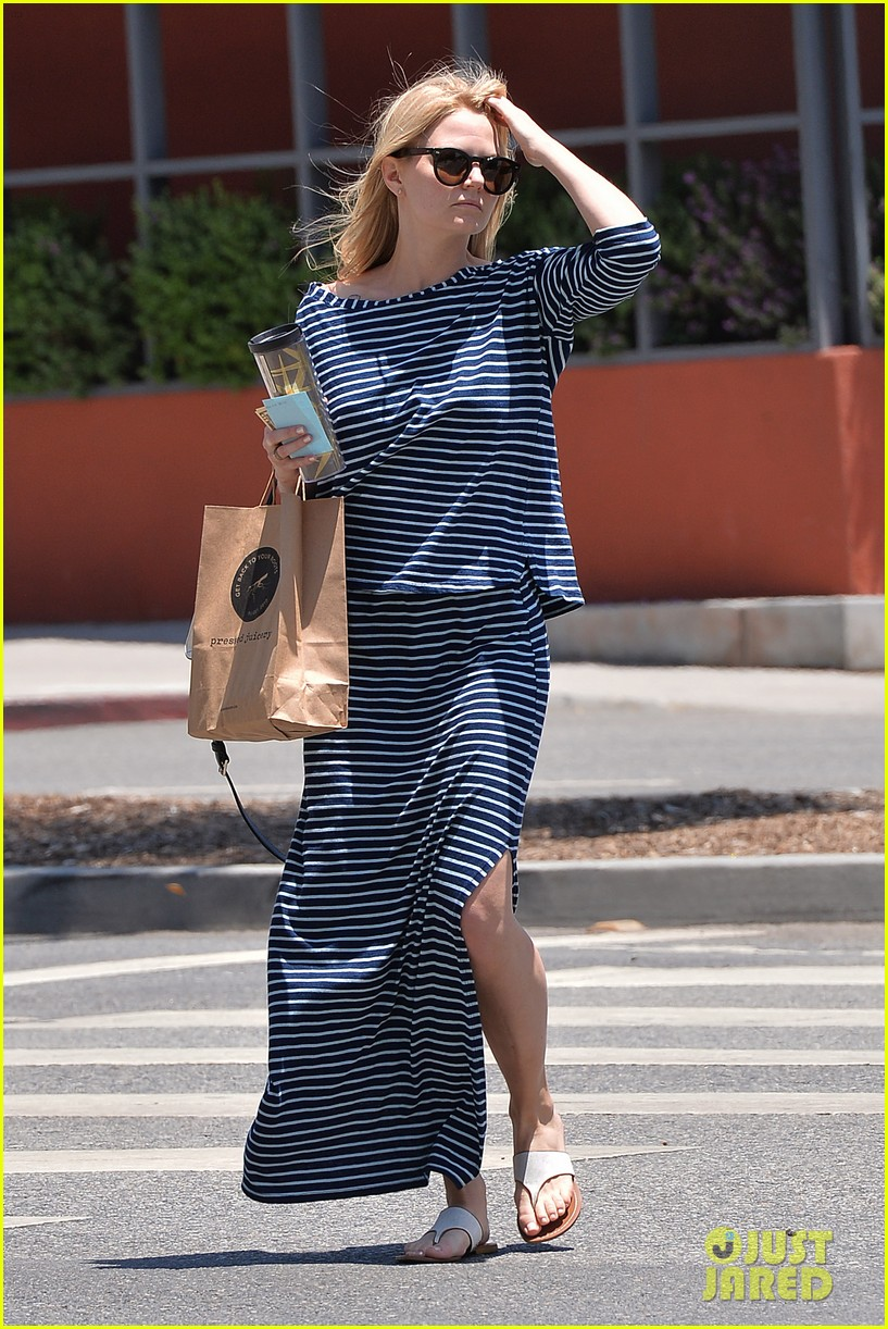 jennifer morrison returns to los angeles after being one of only ladies at oz comic con 043152226