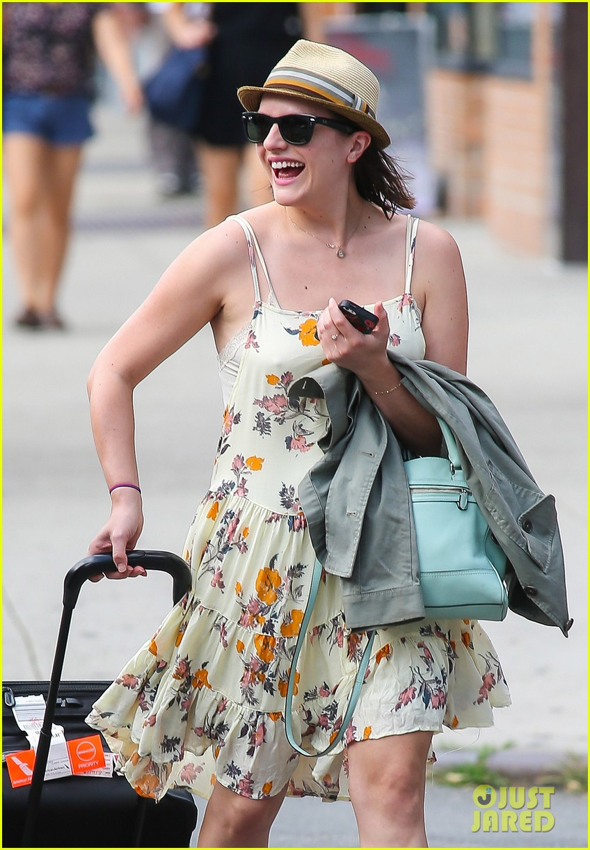 elisabeth moss doesnt dance much anymore 023152566