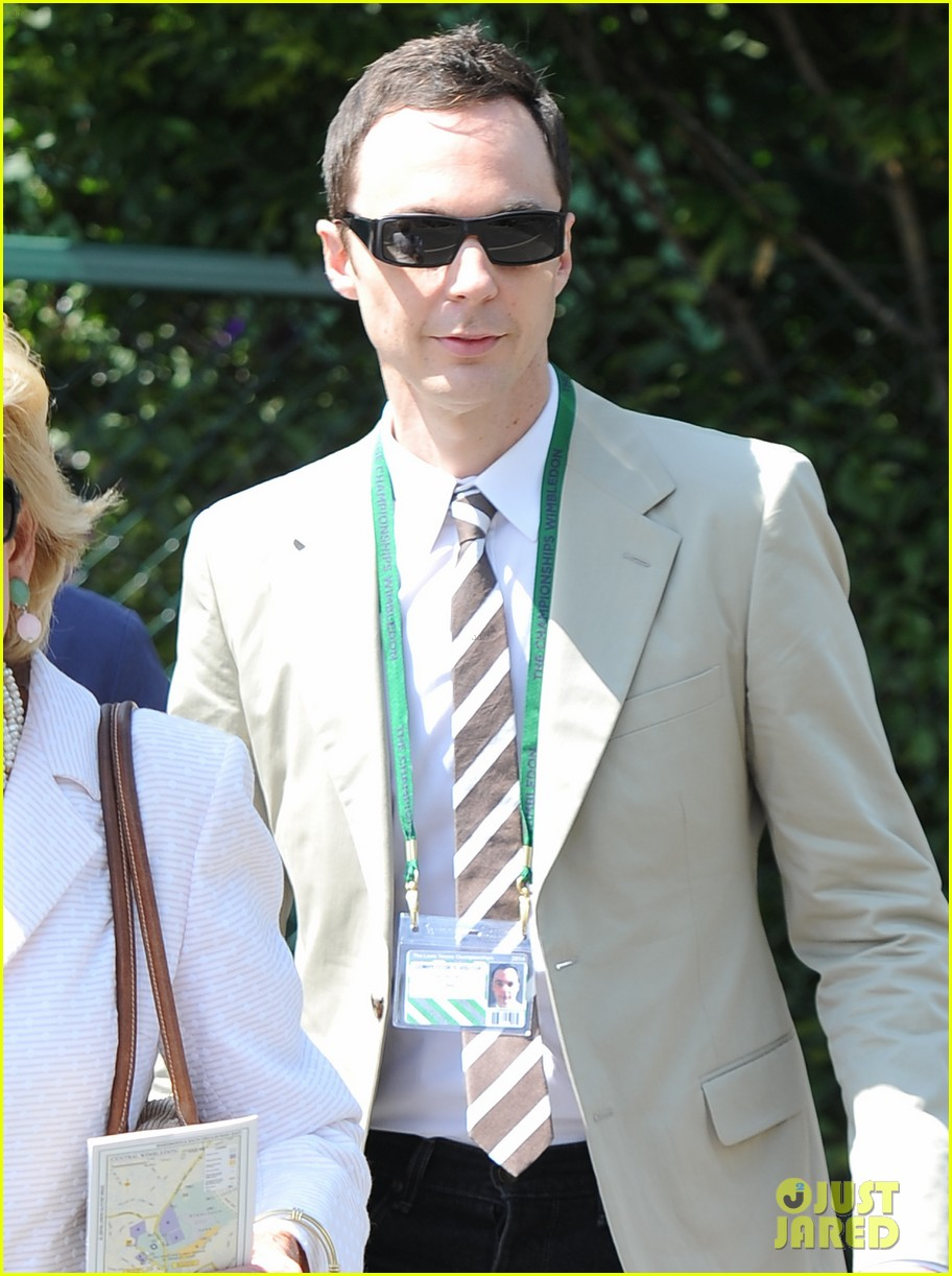 jim parsons finally sells house after moving into robert pattinsons old place 063148849