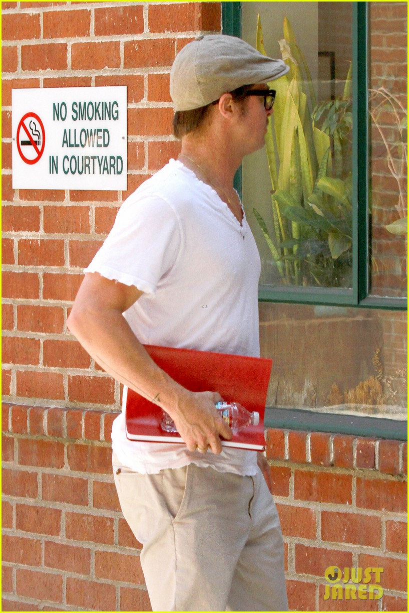 brad pitt brings his script along to a doctors appointment 043149148