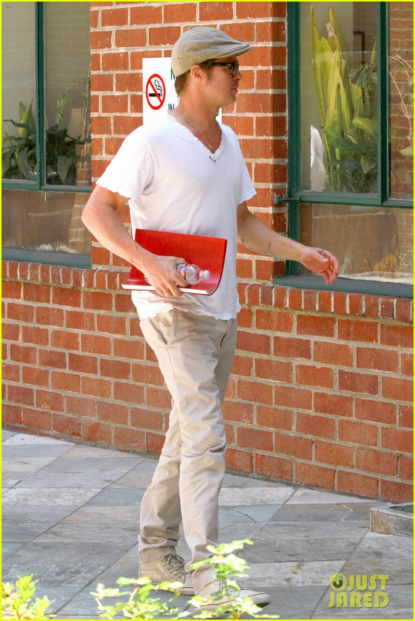 brad pitt brings his script along to a doctors appointment 083149152