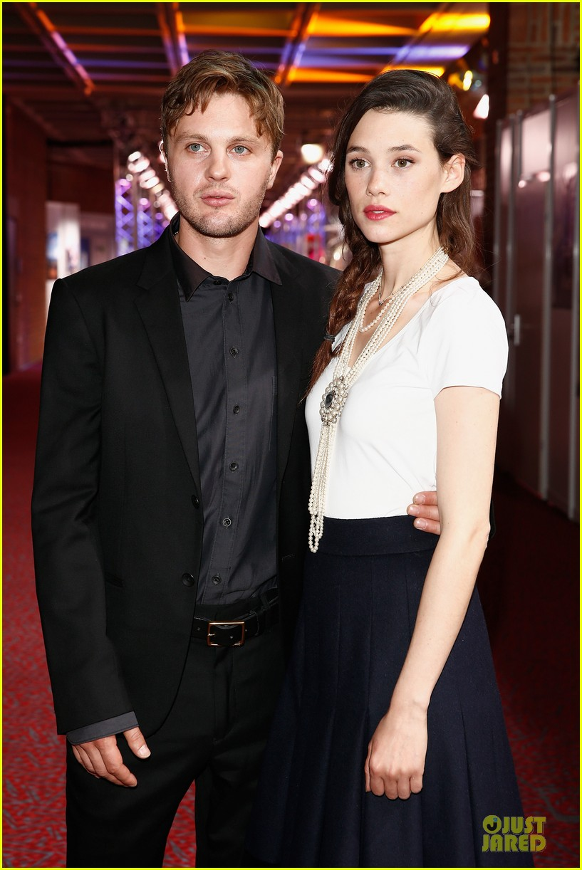 michael pitt astrid berges frisbey bring i origins to countries 083150300