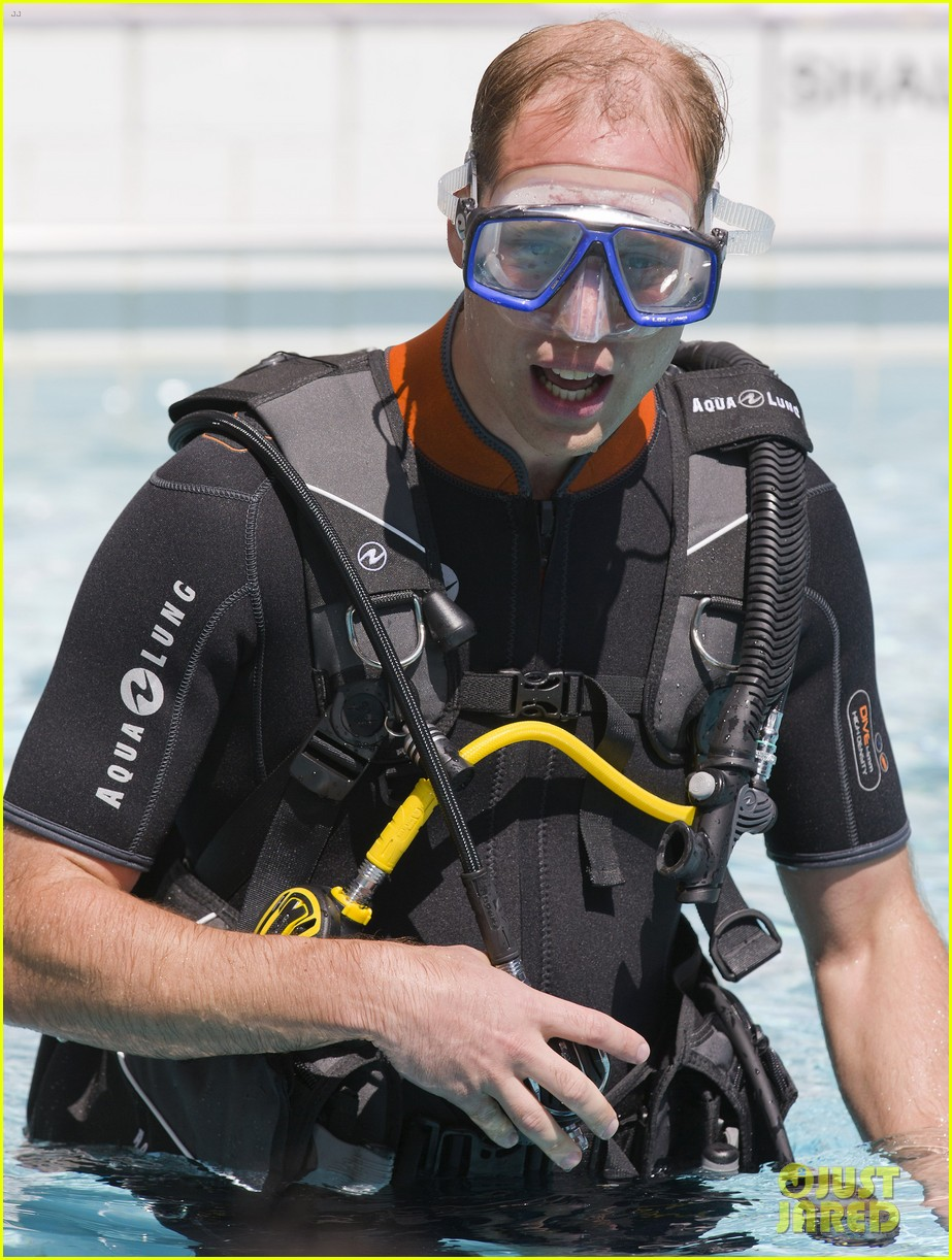 prince harry polo prince william snorkeling pool 083154682