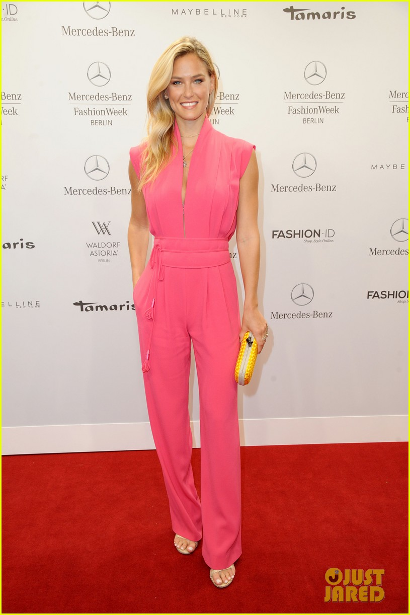bar refaeli brings brother dor to laurel fashion show 013153153