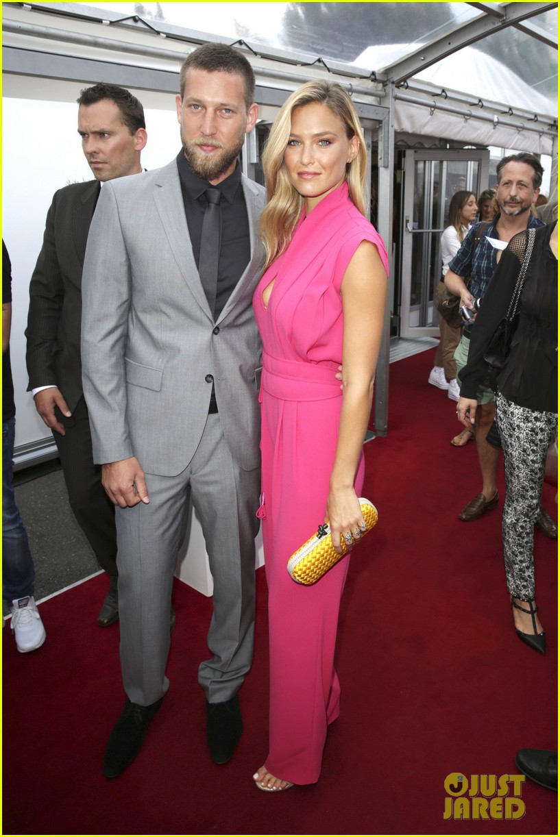 bar refaeli brings brother dor to laurel fashion show 053153157