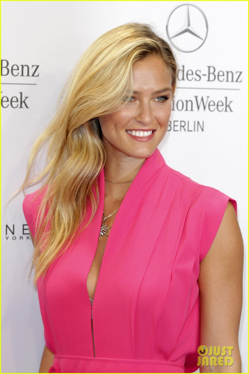 bar refaeli brings brother dor to laurel fashion show 063153158