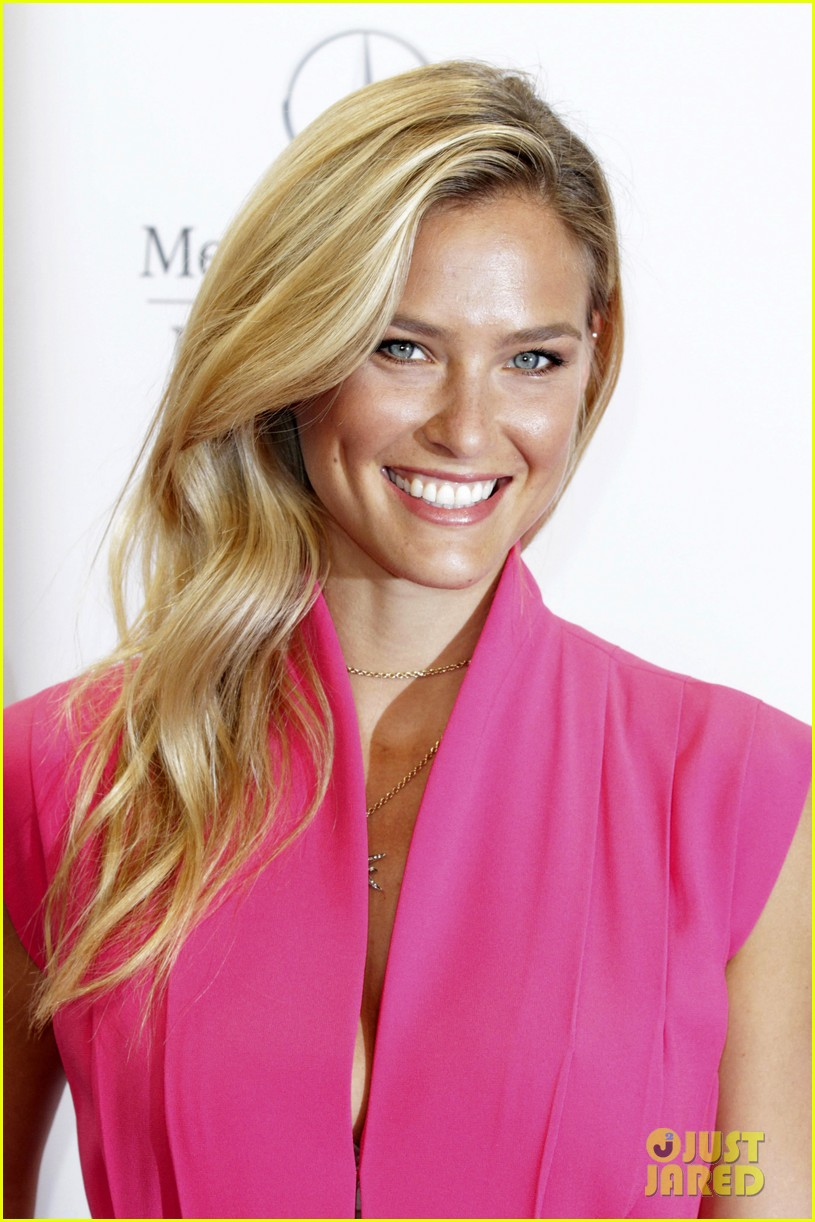 bar refaeli brings brother dor to laurel fashion show 083153160