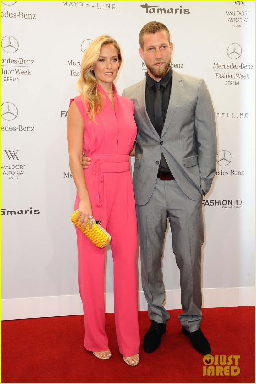 bar refaeli brings brother dor to laurel fashion show 14