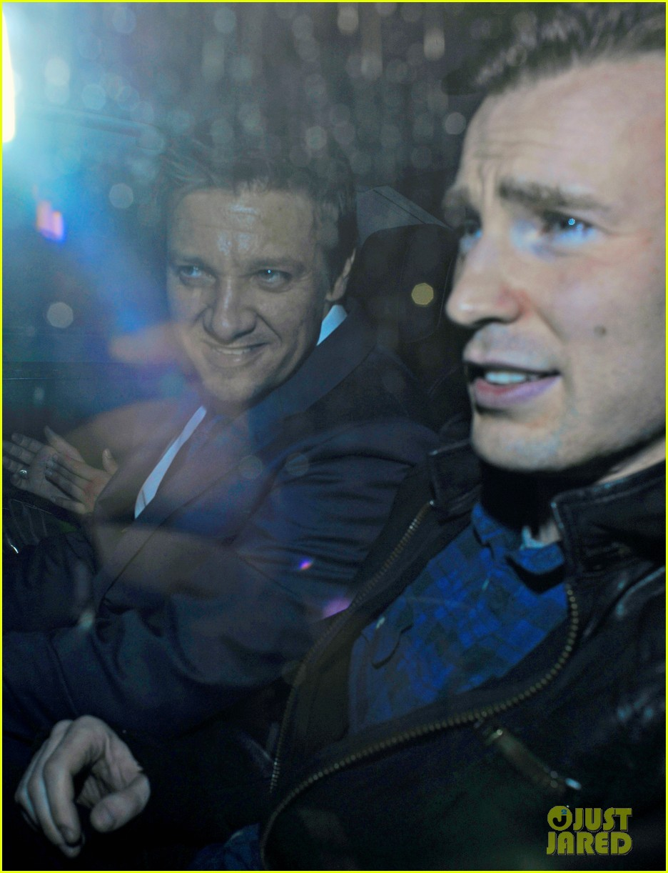 Chris Evans and Jeremy Renner apologized for the stupid joke about heroine Johansson 04/25/2015 84