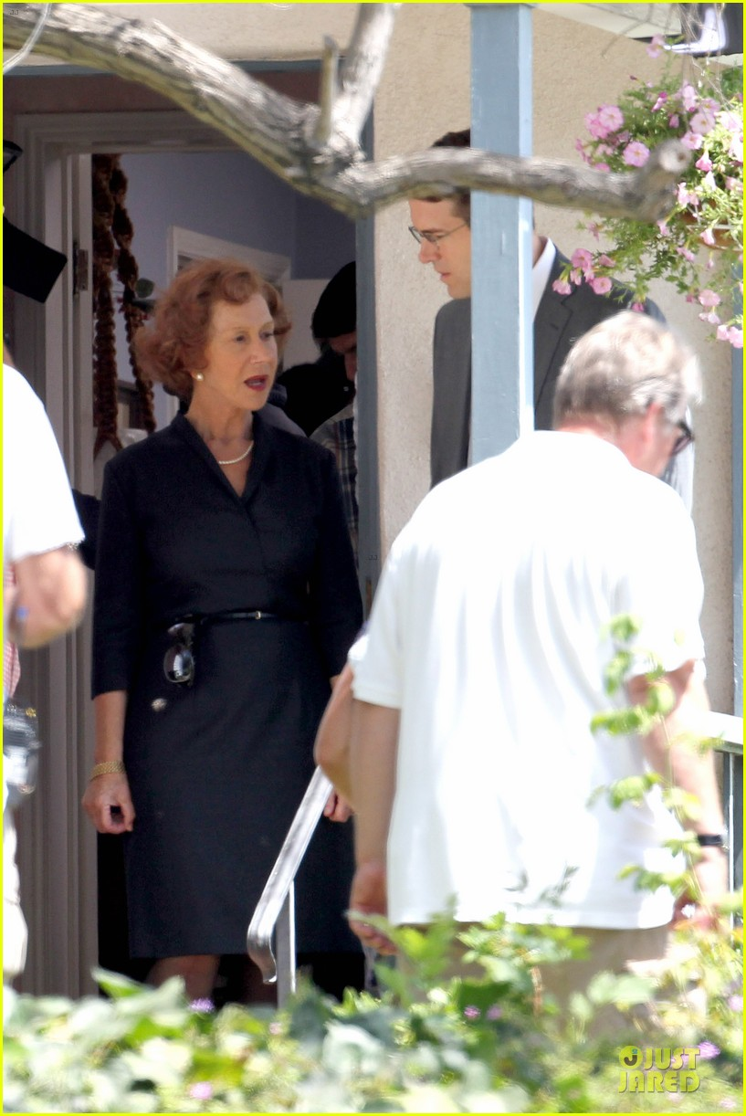 ryan reynolds becomes house intruder on woman in gold 153159486