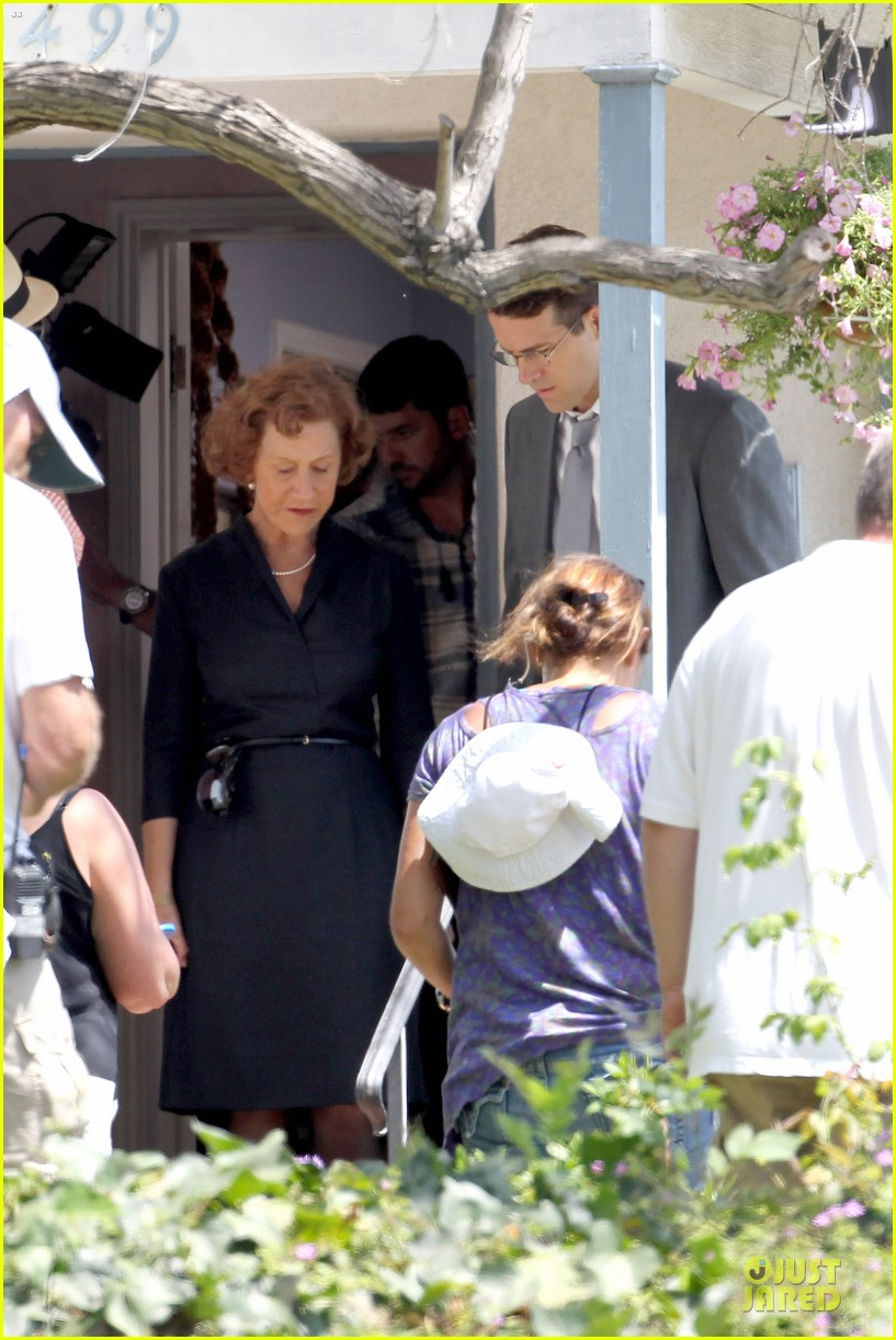 ryan reynolds becomes house intruder on woman in gold 163159487