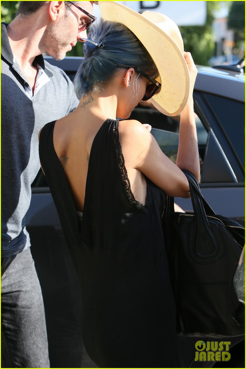 nicole richie switches from purple to blue hair 033149277