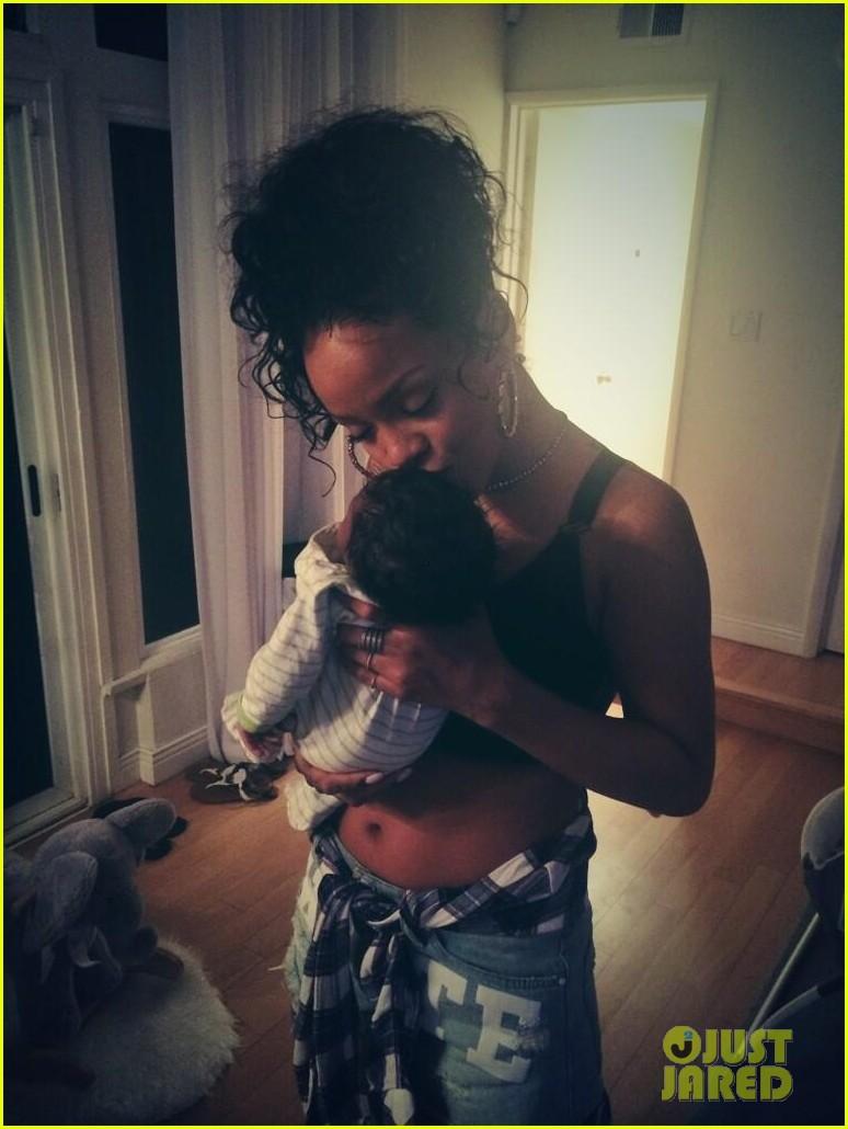 rihanna topless baby niece 023148488