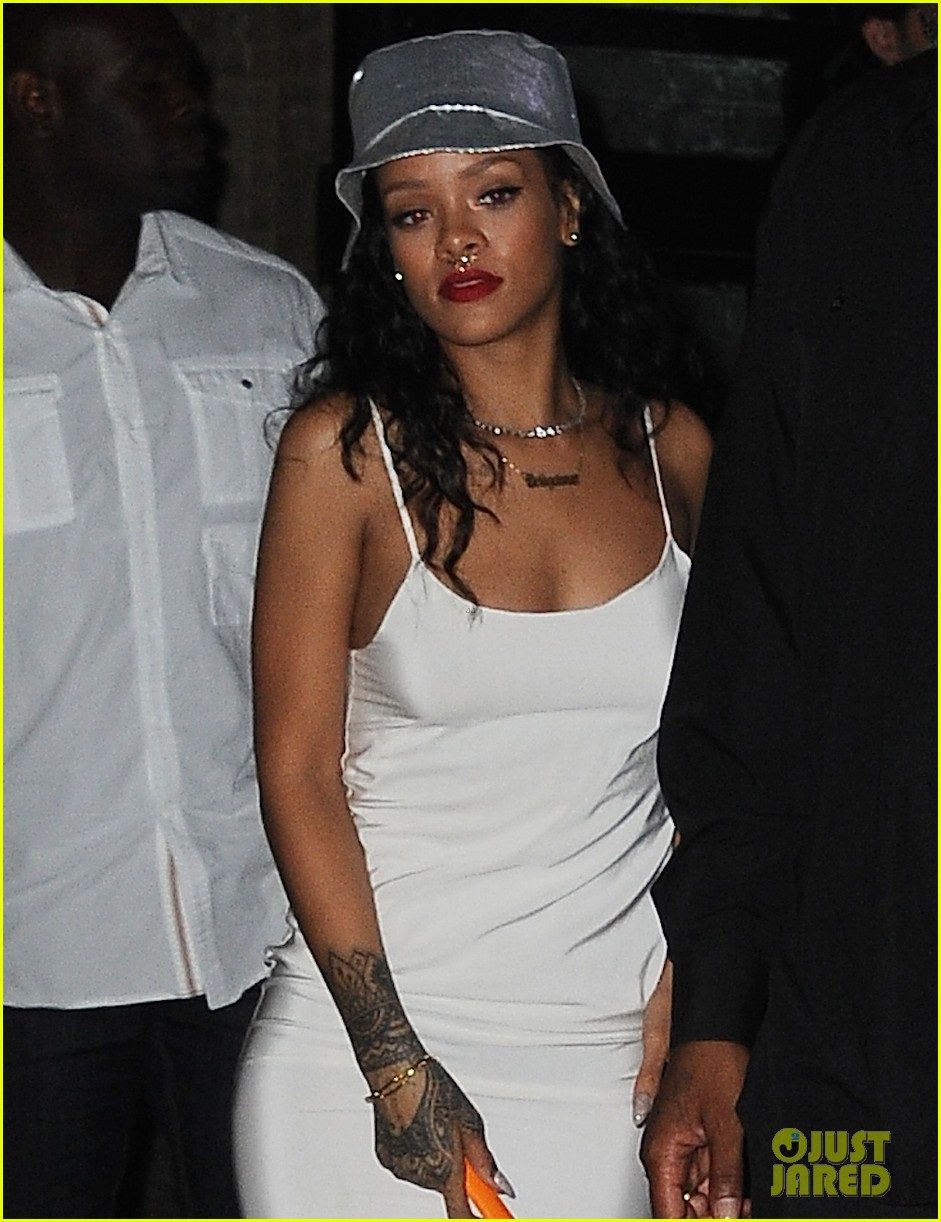 rihanna rocks new nose piercing for brothers party at vip room 05