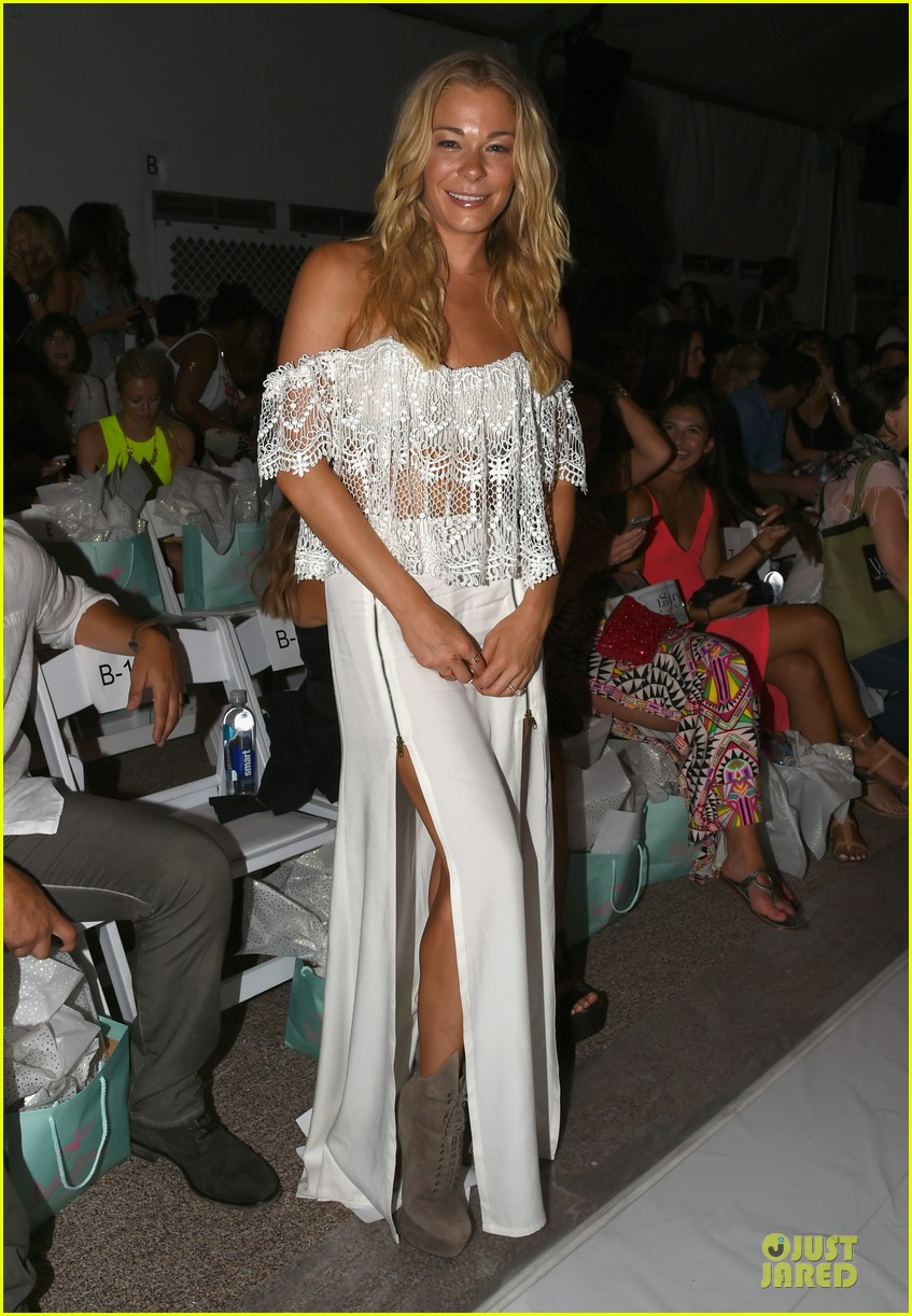 leann rimes match in white at luli fama show 013160654