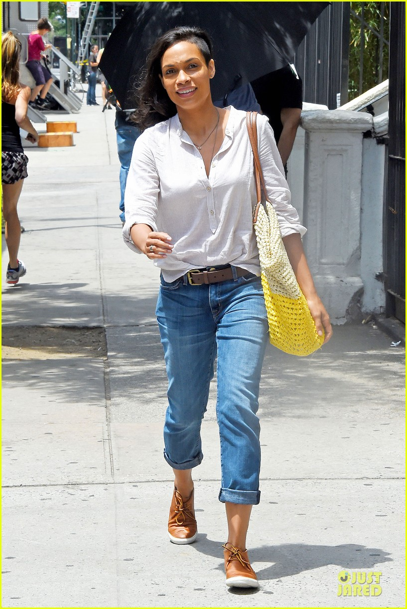 rosario dawson happy to be finally famous 013147376
