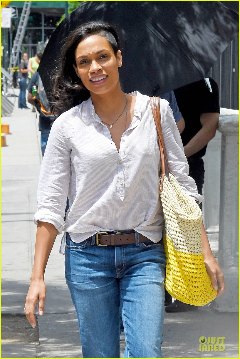 rosario dawson happy to be finally famous 023147377