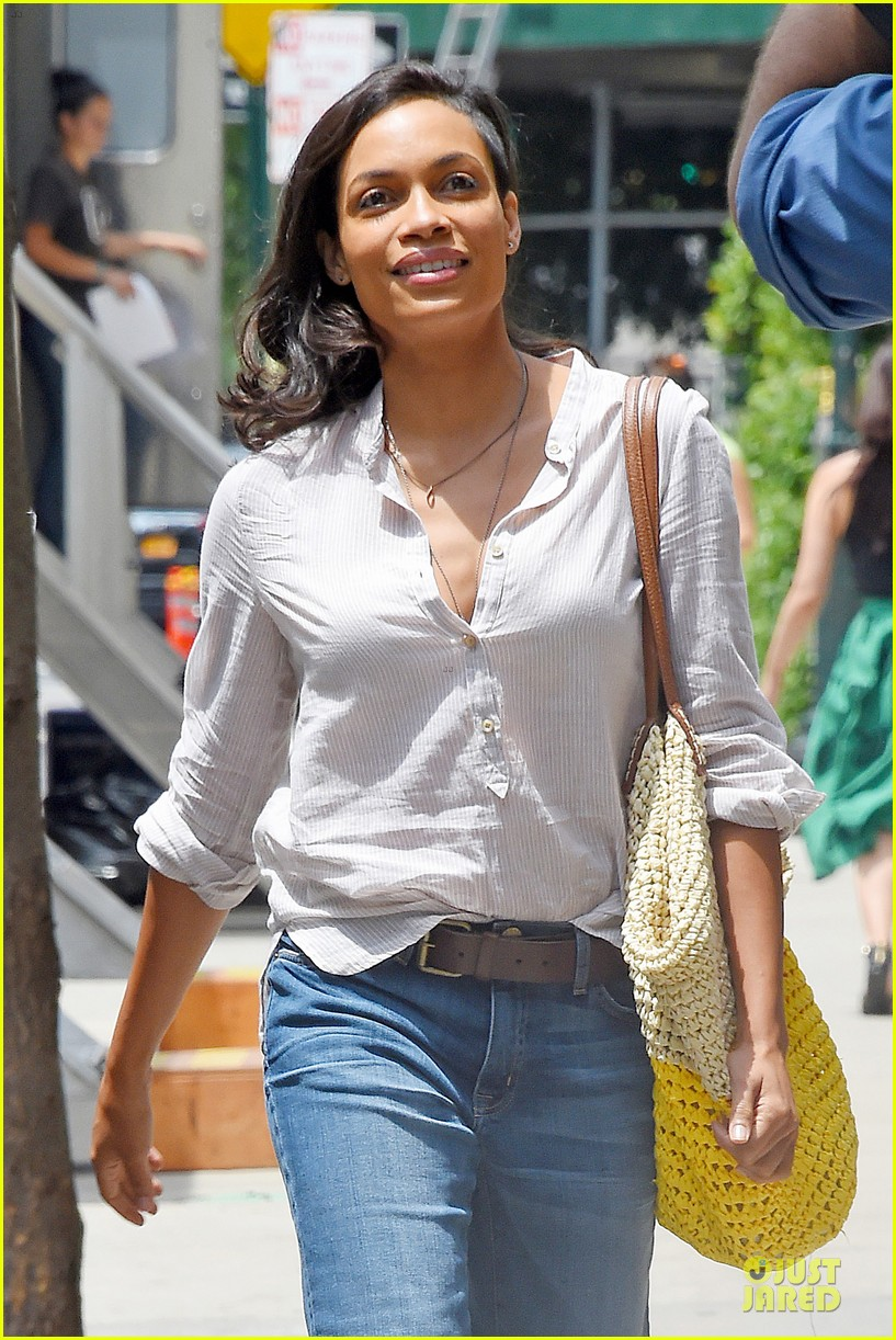 rosario dawson happy to be finally famous 043147379