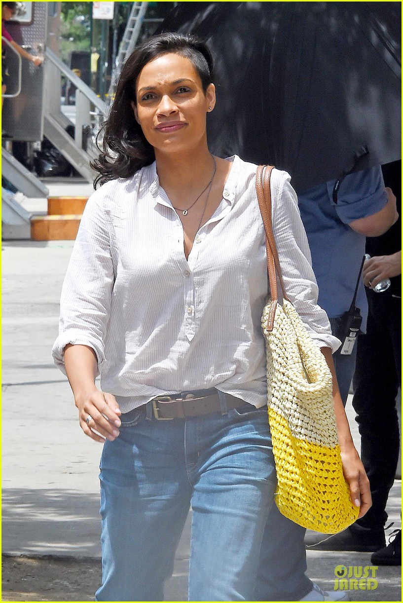 rosario dawson happy to be finally famous 063147381