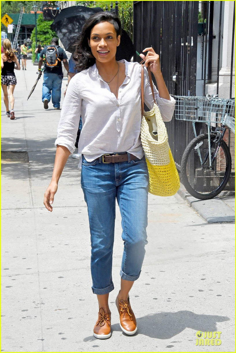 rosario dawson happy to be finally famous 073147382