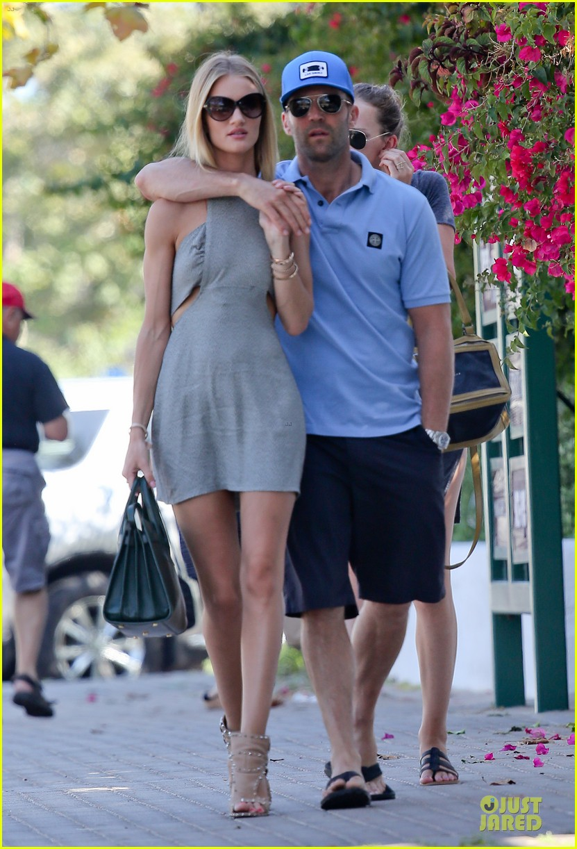 rosie huntington whiteley jason statham cant keep hands off each other 013150675