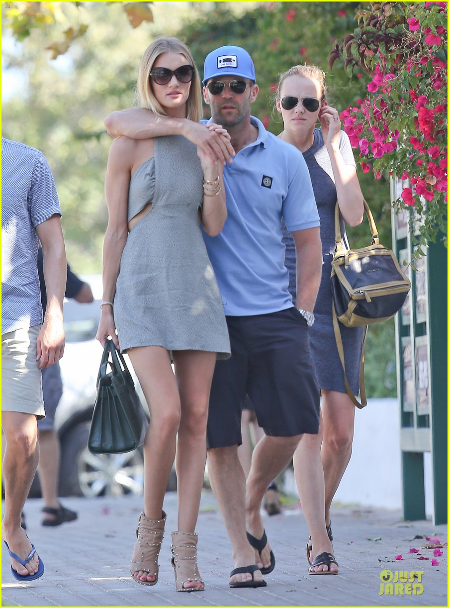 rosie huntington whiteley jason statham cant keep hands off each other 093150683
