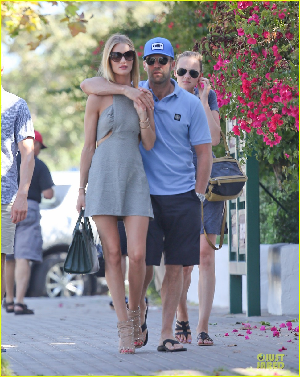 rosie huntington whiteley jason statham cant keep hands off each other 103150684