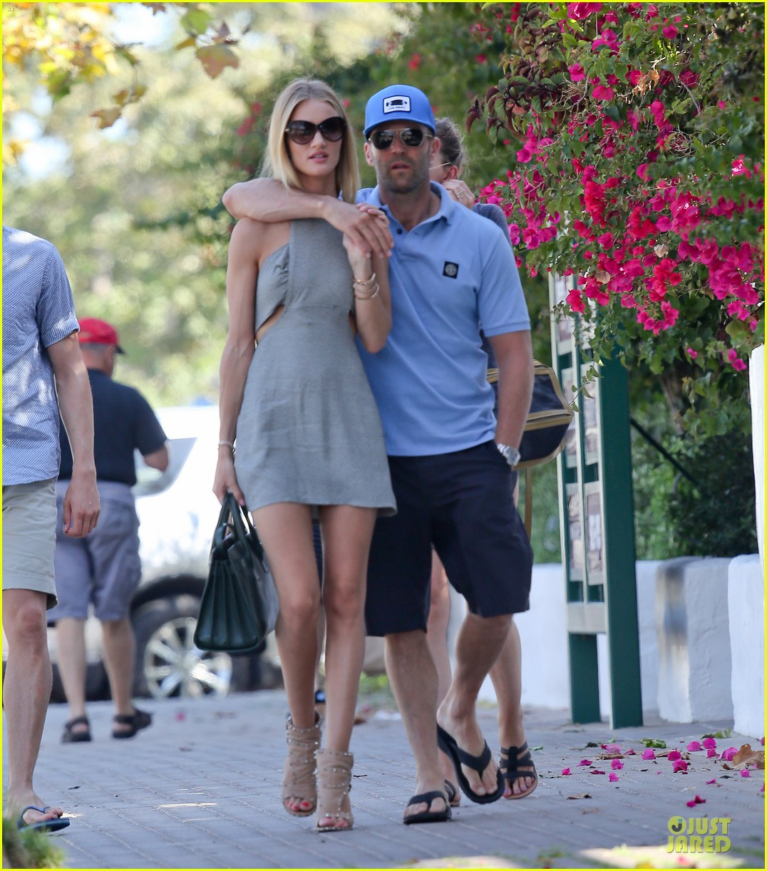 rosie huntington whiteley jason statham cant keep hands off each other 113150685