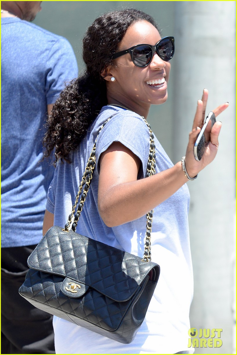 kelly rowland displays her bare baby bump during gym workout 043151702