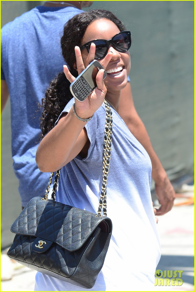 kelly rowland displays her bare baby bump during gym workout 12