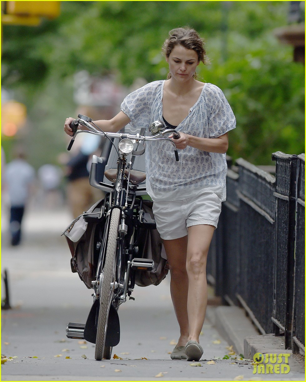 keri russell july fourth solo bike ride 02