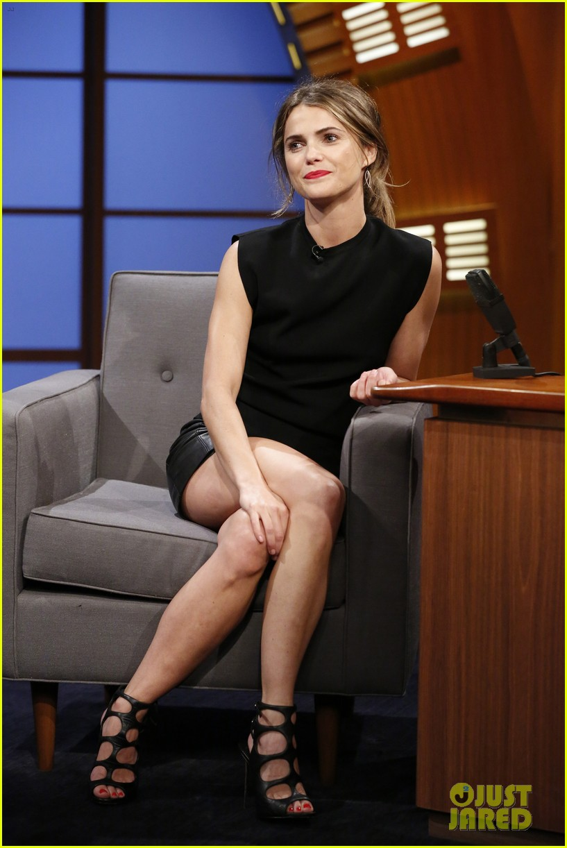 keri russell promotes dawn of the planets of the apes on late night 023153597