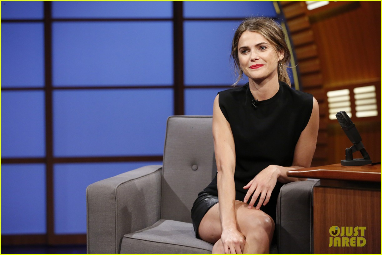keri russell promotes dawn of the planets of the apes on late night 043153599