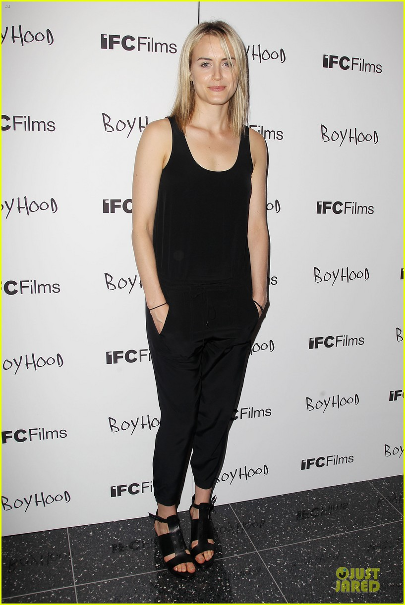 taylor schilling supports ethan hawke boyhood in nyc 01