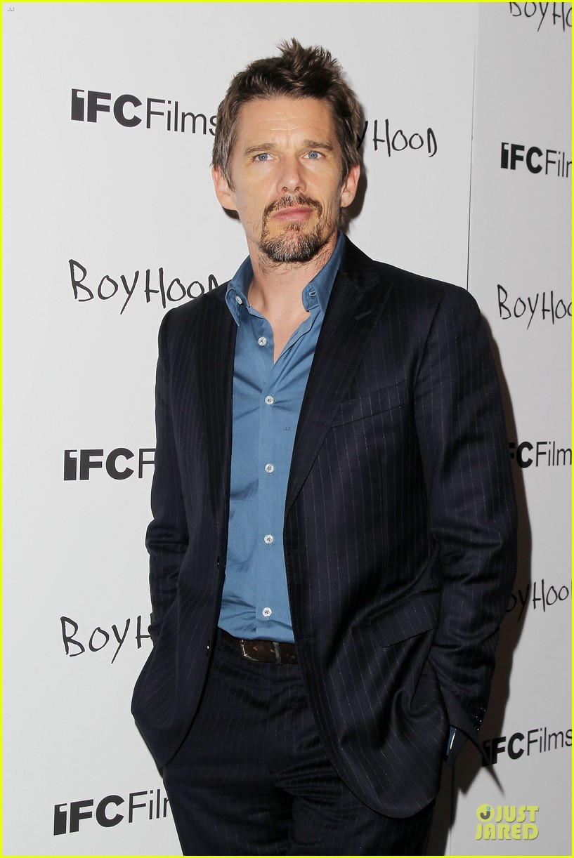 taylor schilling supports ethan hawke boyhood in nyc 083151386