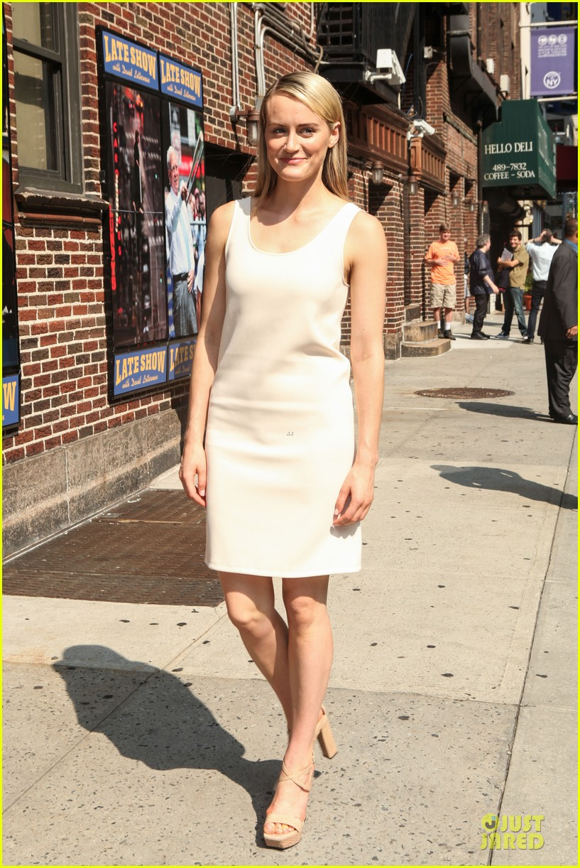 taylor schilling such a sweetheart at letterman 053161969