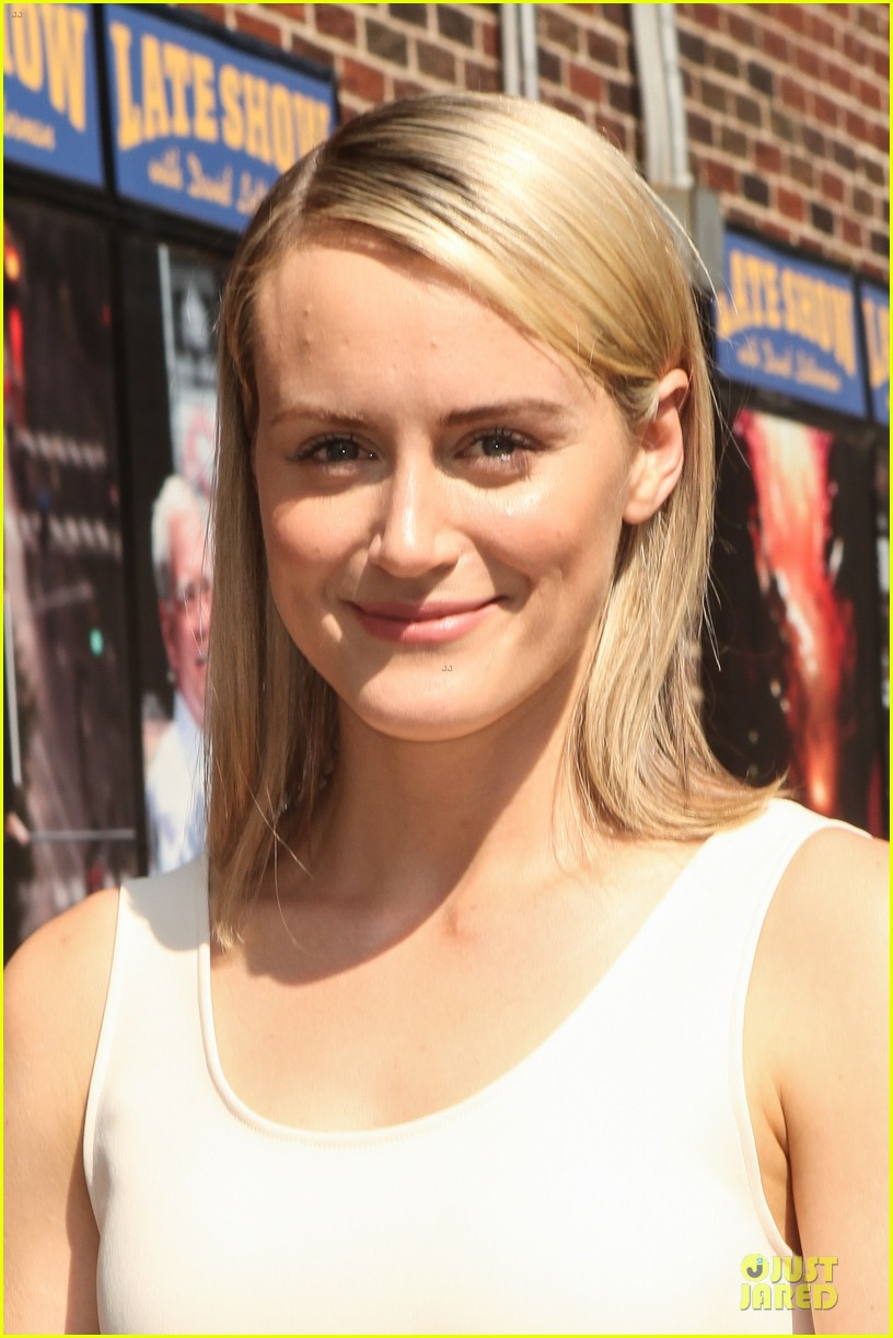 taylor schilling such a sweetheart at letterman 063161970