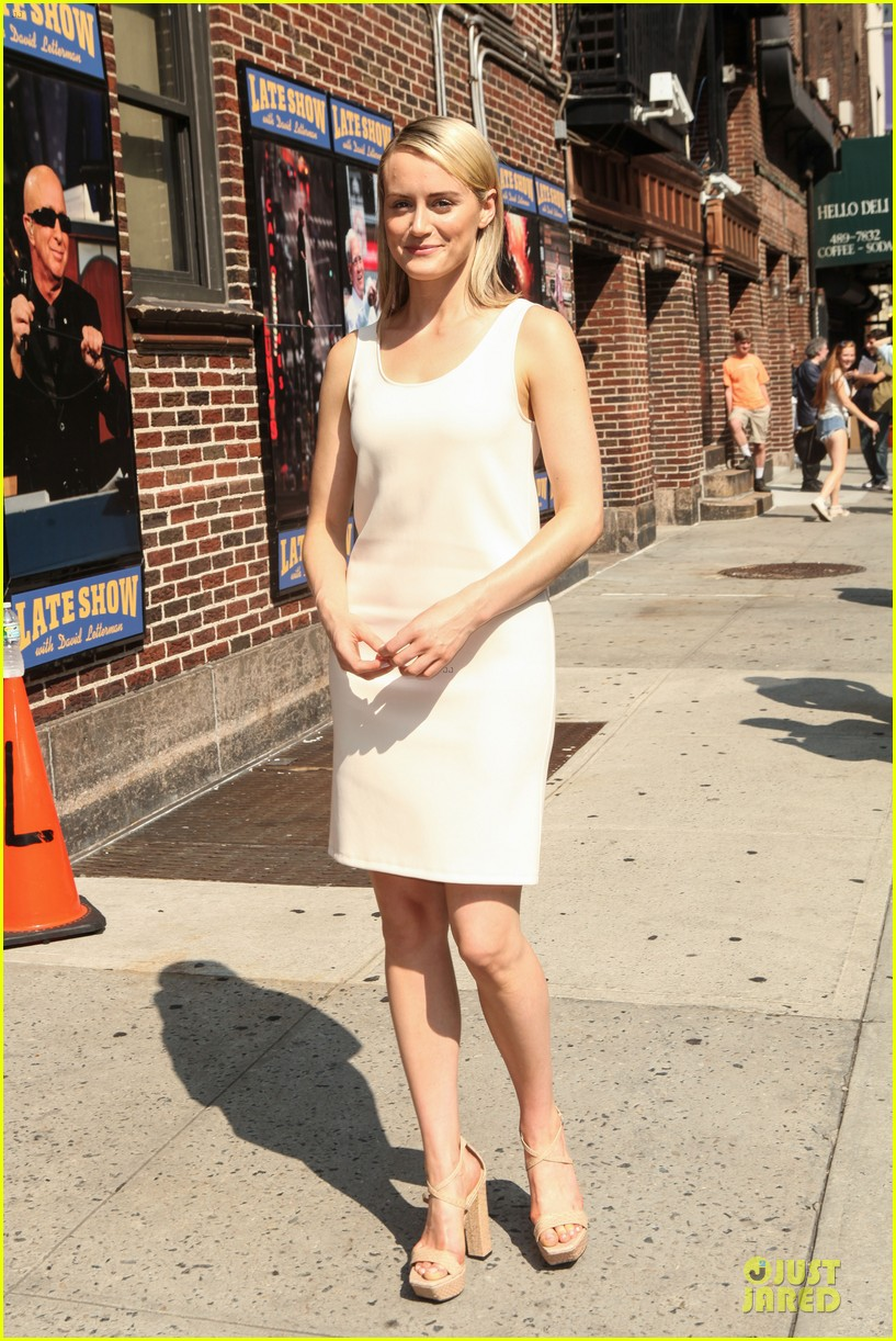 taylor schilling such a sweetheart at letterman 083161972