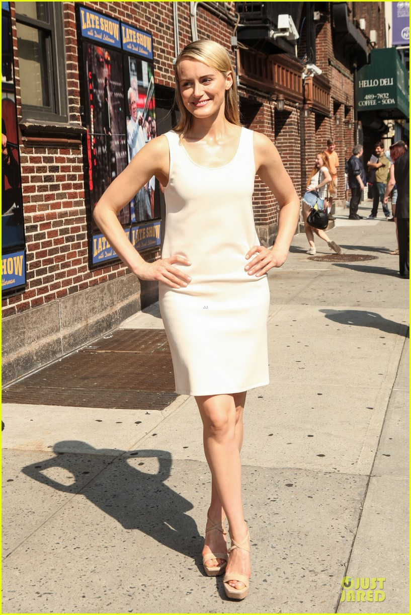 taylor schilling such a sweetheart at letterman 093161973