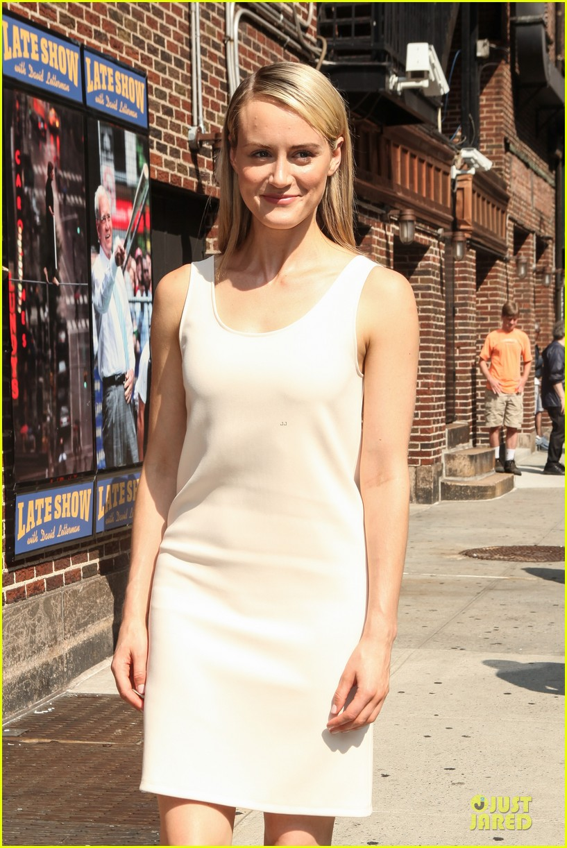 taylor schilling such a sweetheart at letterman 133161977