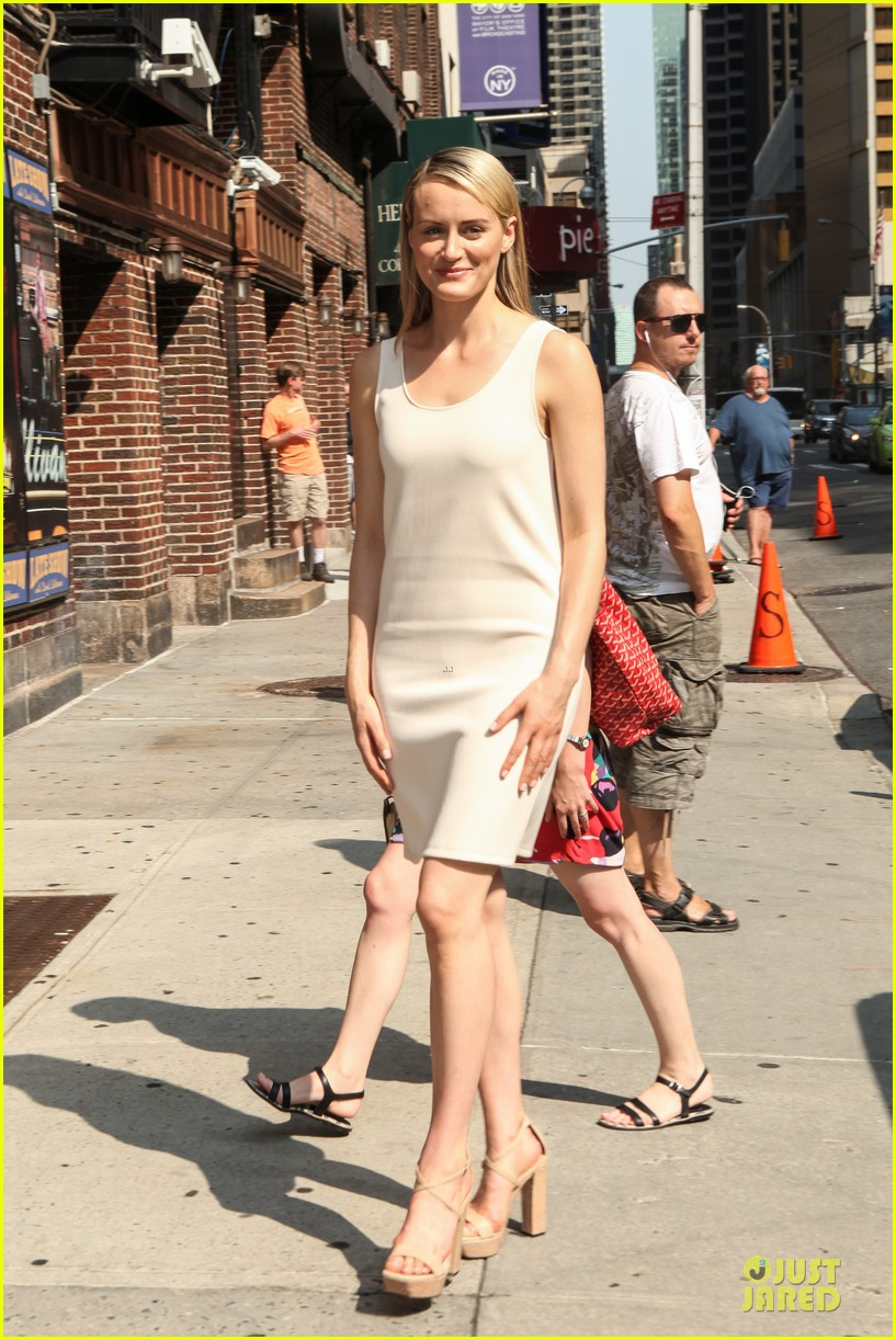 taylor schilling such a sweetheart at letterman 153161979
