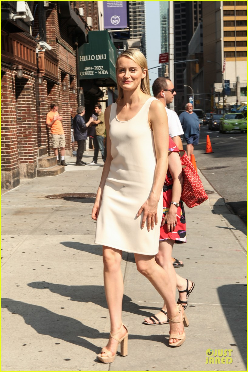 taylor schilling such a sweetheart at letterman 163161980
