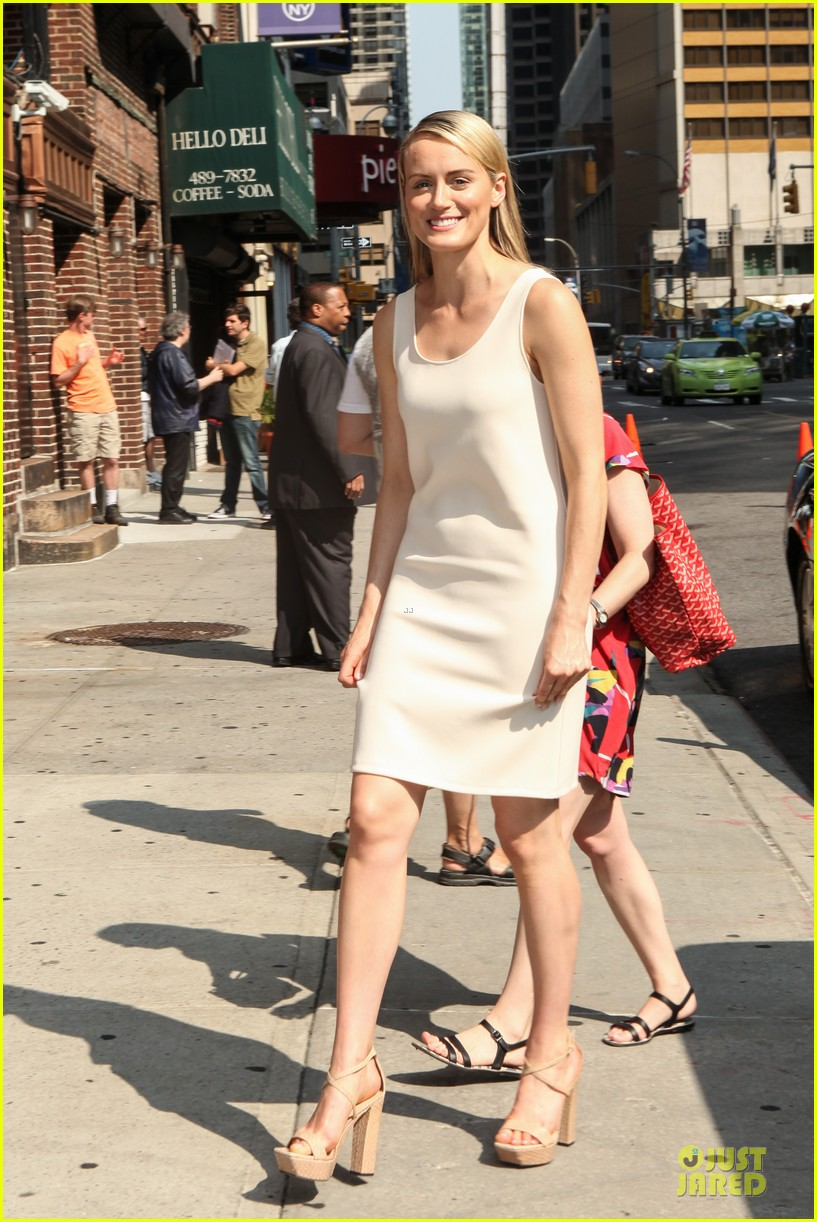 taylor schilling such a sweetheart at letterman 173161981