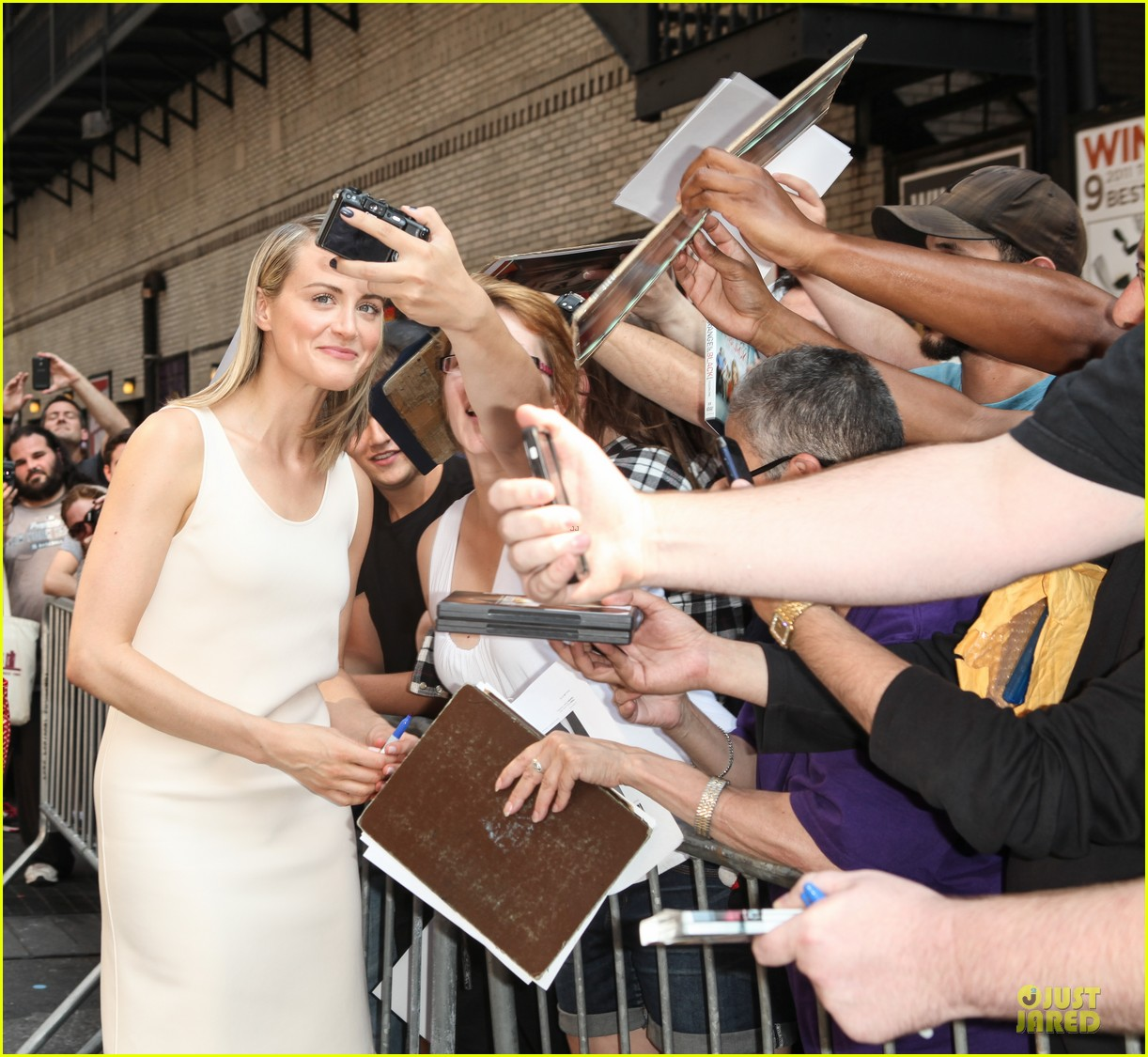 taylor schilling such a sweetheart at letterman 253161989